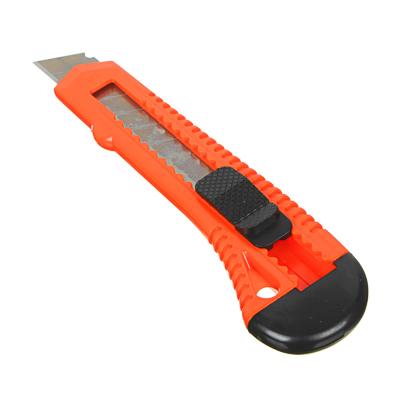Нож универсальный HEADMAN пластиковый с сегментированным лезвием 18мм (квадр. фиксатор)