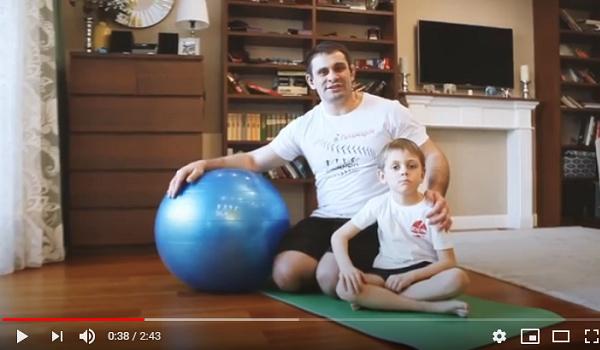 Домашние тренировки для детей: отжимания (скидка в видео)